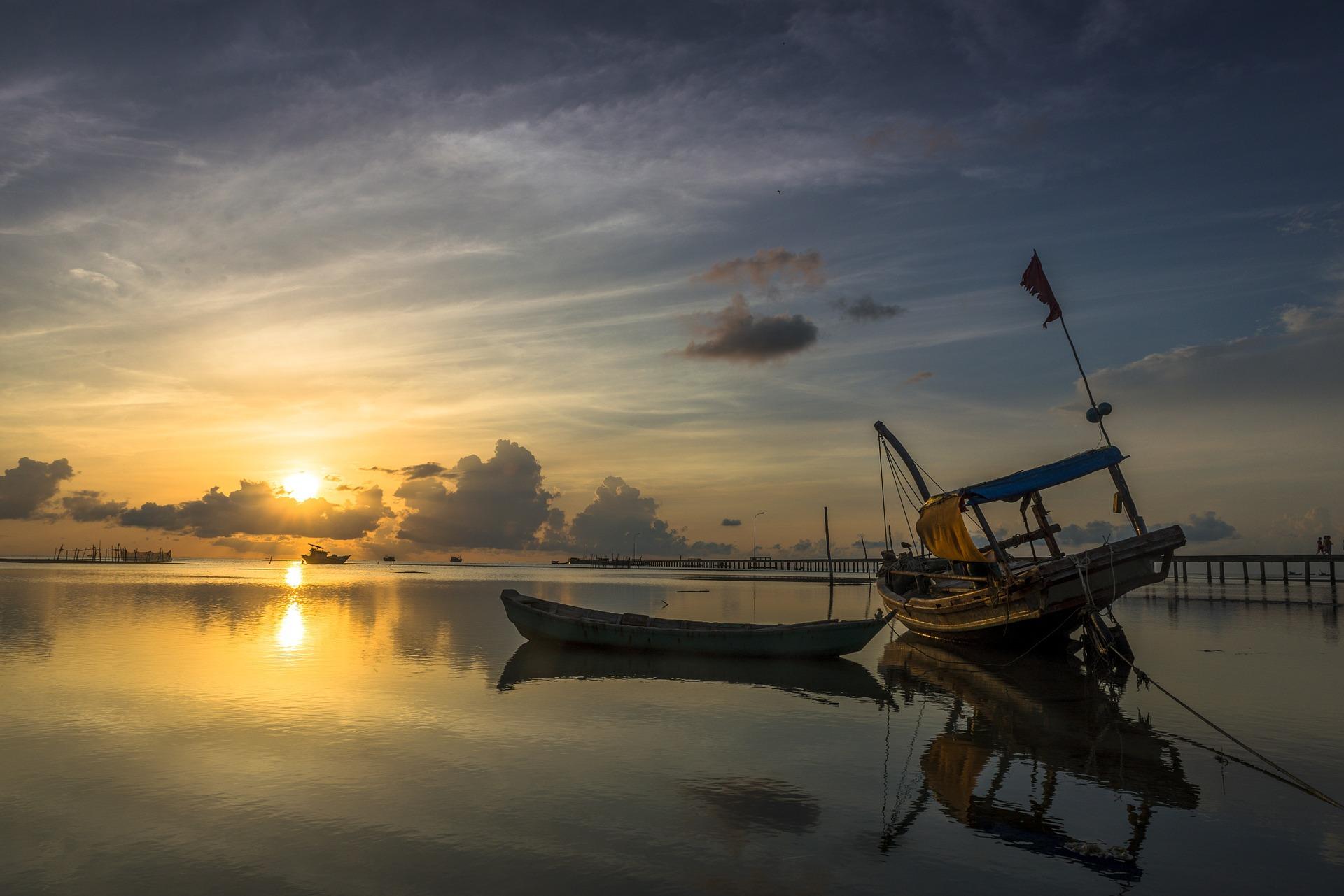 vietnam sunrise-1048516_1920